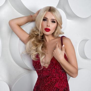 Актриса, модель и певица Алена Карих дала интервью журналу BIG LIFE